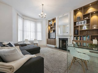 Urban oasis: newly refurbished 5* 2bed luxury flat