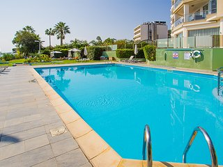 2b Trendy with pool, gym, sauna -Miramare beach, Germasogeia