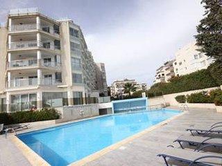 2b Trendy with pool, gym, sauna -Miramare beach