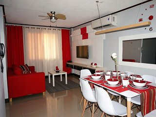 3 Bedroom with  2.5 Bath and WIFI next to Marriott Hotel in Pasay