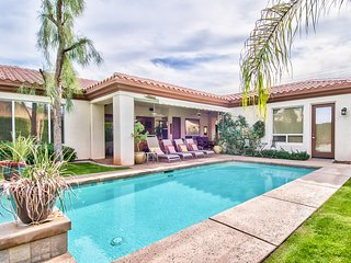 Pure Luxury in the Desert. 4 Bd, 4 Bth W/Detached Casita. Salt Water Pool & Spa.