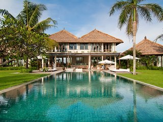 Villa Shalimar - Luxurious 12 Bedroom Absolute Beachfront Villa