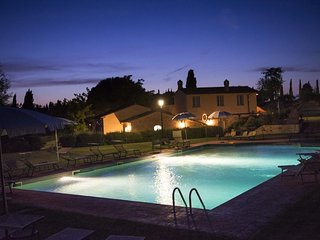 Tuscany Home at Lecci for 6 to 8, Pietraia