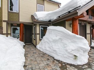 This ski-in/ski-out condo features sweeping mountain views & a shared hot tub!