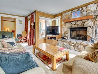 Rustic condo near Canyon Lodge w/ wood-burning fireplace & shared pool/hot tub