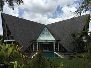 Bali Banyan Canggu Luxury Villa 4 Bedroom Perfect for Families and Events, Pererenan