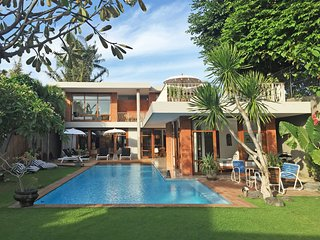VILLA 1950 Relaxing & Private in ❤️ of Seminyak