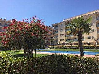 Atico duplex a 5 minutos de la playa, con piscina y zona ajardinada