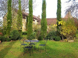 LES FARGUES: ROMANTIC STUDIO WITH POOL SET IN THE DORDOGNE GOLDEN TRIANGLE