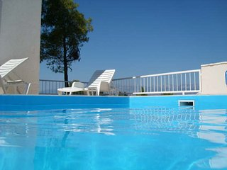 Swimming Pool Apt, Great Views from Balcony, 800m to beach, Quiet Neighbourhood, Supetar