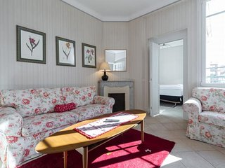 Constantine, 3 Bedroom French Riviera Vacation Apartment