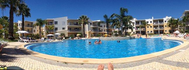 Relajarse en la piscina!