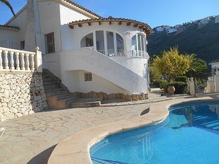 Golden Valley is a lovely 3 bed, 3 bath Moraira villa with pool & air con & wifi