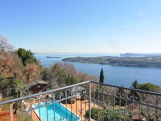 Villa for 18 People with Pool, Lake View, AC, WIFI, parking places in Salò, Gardone Riviera
