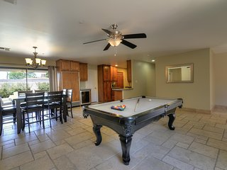 Old Town Home.. Perfect for Large Groups