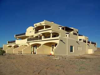 LUXURIOUS SANTO TOMAS BEACHFRONT PENTHOUSE, Puerto Penasco