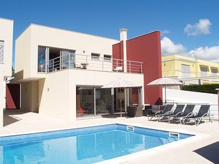 Stunning 5 Bedroom Modern Villa with Pool & Free WiFi., Foz do Arelho