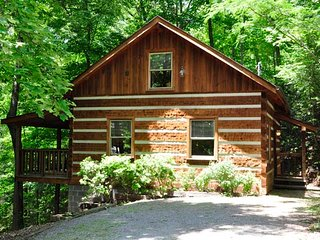 Secluded 2 BR Log Cabin | 5.5 Miles to Downtown Gatlinburg