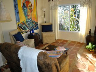 Rental 5 mins. to Town, Rural, Quiet, Safe. Trillium Cottage - Artsy & Comfy, Boquete