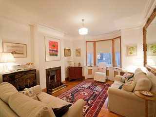 A wonderful stylish cottage in central Cambridge