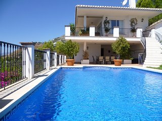 8722 - Luxury Villa with sea views plus GOLF, Mijas