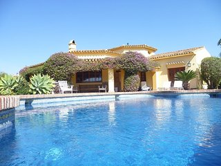 11418 - Beautiful Villa 1500 m from beach