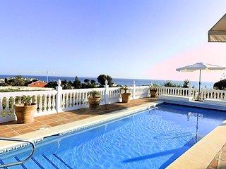 11713 - Beautiful Beachside Villa with heated pool, Marbella