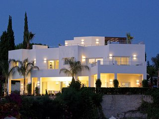 24550-EXQUISITE VILLA NEAR BEACH - HEATED POOL