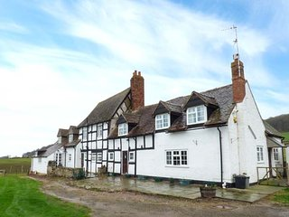 THE FARMHOUSE, black and white house, character features, WiFi, parking, near Le