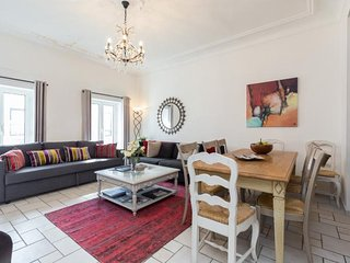 Spacious 3 Bedroom Palais Napoleon Apartment with a Balcony, Cannes