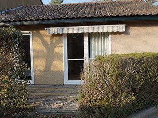 Villas Du Lac 52 - Quality 2 Bed Villa near Meandering Rivers, South West France