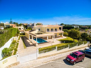 Magnificent 4 Bedroom Villa With Pool & Jacuzzi in Ferragudo