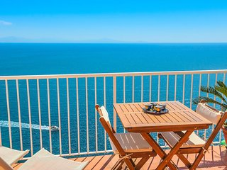 LivingAmalfi Blue Relaxation 1, stunning sea view, wifi, air conditioning, Vettica