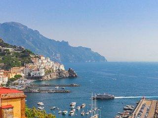 LivingAmalfi Zefiro, best sea view in Amalfi! 2 bedrooms, 2 bathrooms, wifi