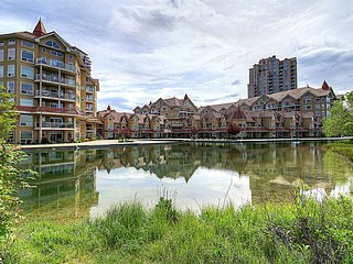 Large Open Plan 2 Bed/2 Bath Condo - Downtown/Lakeshore Area, Kelowna