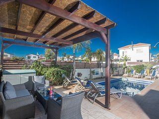 Menelaos Villa with private pool|Free WiFi|Full UK satellite