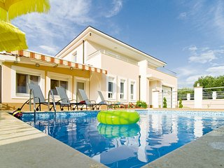 VILLA MILLA with private pool, jacuzzi, gym, 8 person