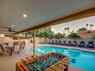 Scottsdale Stays-Altadena Estate  ❤️  Sleeps 22 with Big Pool, Spa & Boccie