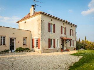 Holiday Manor house  - Aubeterre Sur Dronne  - Sleeps 6 - 8