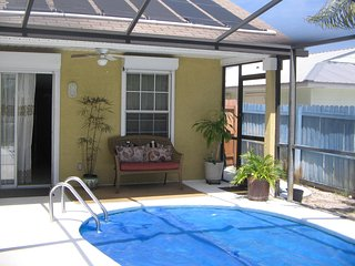 3 Bedroom 2 Bath Home heated pool/pet friendly