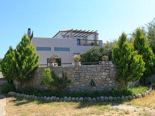 Villa Melina, Tavronitis