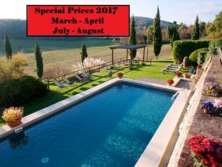 Private Villa,Pool,Hot tub, Free Wi-Fi, 15 km from Siena- SPECIAL PRICES 2017!!!