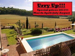 Charming private Villa,Pool,Hot tub, Wi-Fi, 15km from Siena-SPECIAL PRICES 2017!
