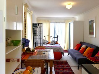 NEW LISTING   !!! Leura Garden Apartment
