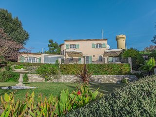 Villa Mauvarre:  A perfect location, wonderful views in Super Cannes