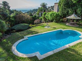 Villa Mauvarre:  A perfect location, wonderful views in Super Cannes