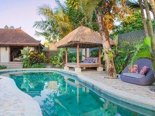Traditional Bali Villa In Seminyak - Villa Koyama