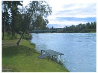 Log home on the famous Kenai River with private fishing, Soldotna
