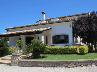 Rooms available in a beautiful finca, near Alcudia, Pollensa, Port de Pollensa