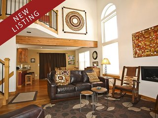 In-Town 3BR/3BA House w/ Stunning Views from Hot Tub, Short Walk to Everything, Breckenridge